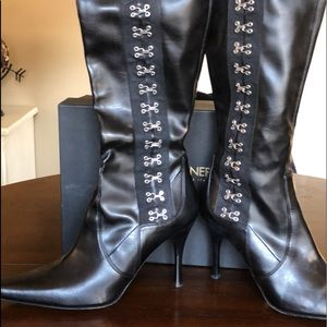 DONALD J PLINER Calf Stretch Leather Boots